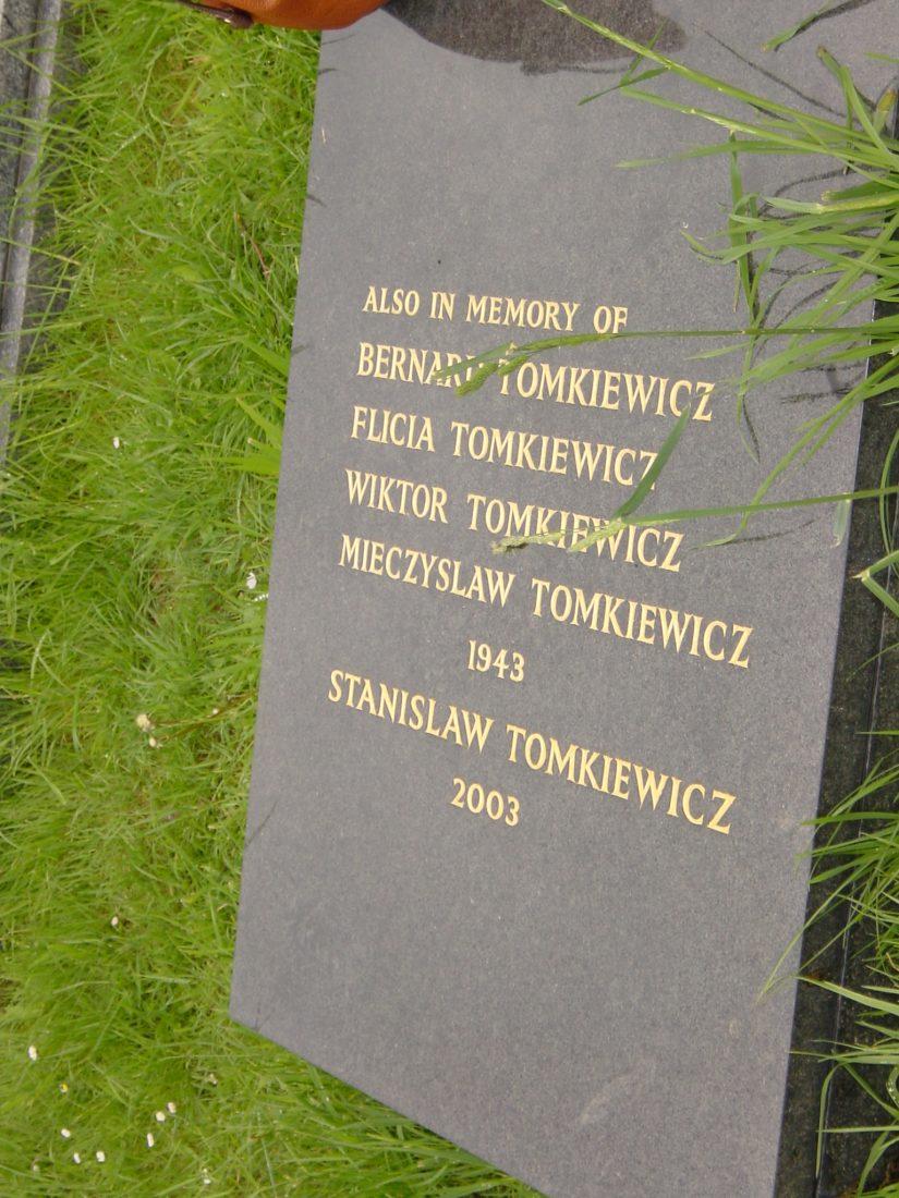 Mina Tomkiewicz gravestone London 2