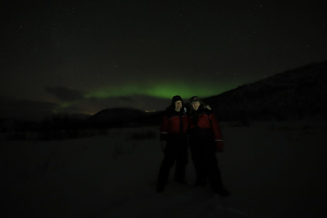 Micha and Louise in front of the northern lights, aurora borealis